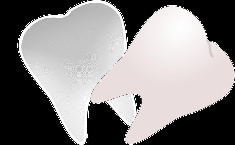 Prześliczne nienaganne zęby także niesamowity przepiękny uśmieszek to powód do płenego uśmiechu.